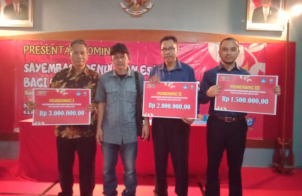 Angkat Dialek Banyumasan, Kepala Sekolah SD Pangebatan Juara Dua Lomba Penulisan Esai Se-Jawa Tengah