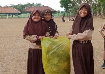 Bersih Lingkungan, Jalan dan Lapangan, Aksi Nyata Dukung WCD